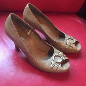 Aerosoles Tan Color Gold Hardware Opentoe Pumps